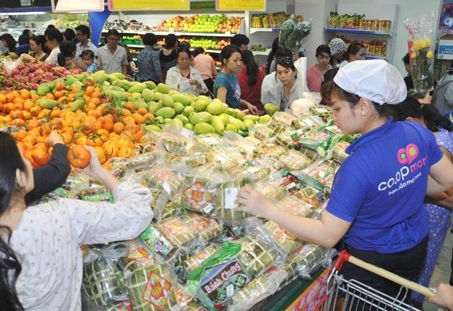 Hệ thống siêu thị Co.opmart lớn nhất nước bắt đầu giảm giá hàng hóa tết - 1