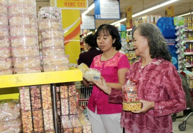Hệ thống siêu thị Co.opmart lớn nhất nước bắt đầu giảm giá hàng hóa tết - 2