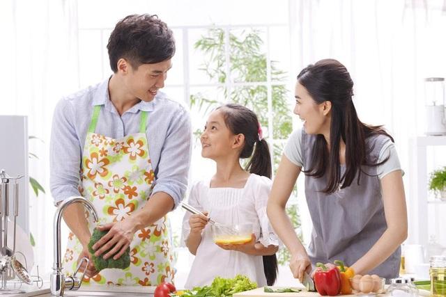 Các thành viên trong gia đình sẽ gắn bó và có trách nhiệm hơn khi cùng chia sẻ công việc nhà.