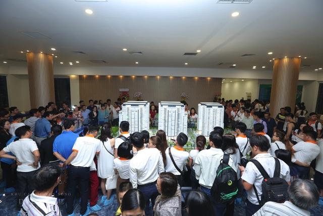Rất đông khách hàng đến chiêm ngưỡng căn hộ mẫu
