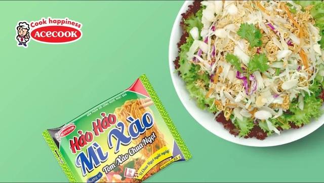 Salad tươi mát với mì ăn liền chua chua ngọt ngọt ăn thật đã!
