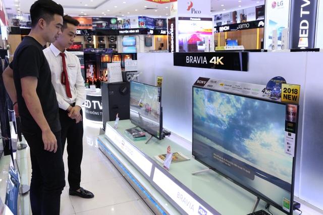 Khách hàng trải nghiệm dòng tivi Series W800F mới nhất 2018 của Sony