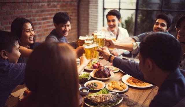 Bia làm từ 100% lúa mạch có hương thơm nồng đặc trưng, vị cân bằng từ đầu đến cuối, êm mượt