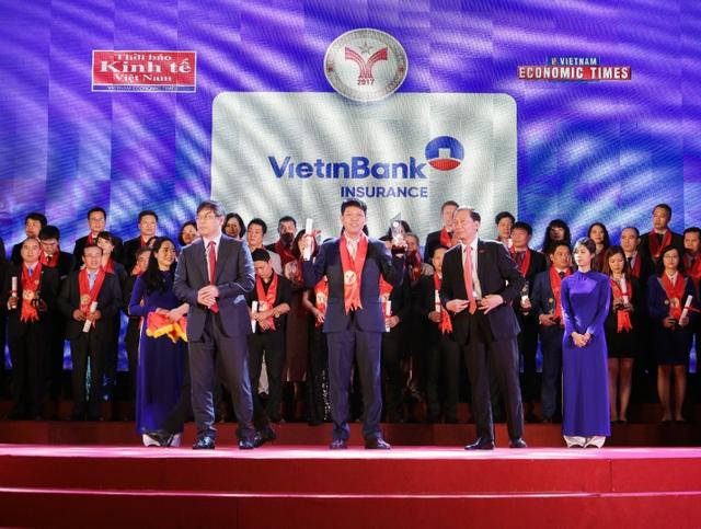 Đại diện Bảo hiểm VietinBank nhận giải