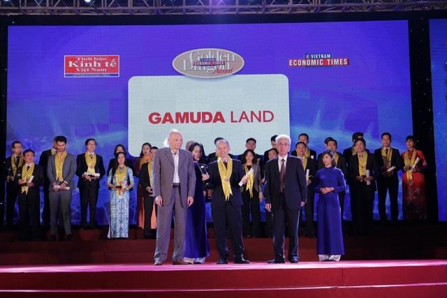 Ông Dennis Ng Teck Yow – Phó Tổng Giám Đốc Gamuda Landy Việt Nam nhận Giải thưởng Rồng Vàng 2017-2018