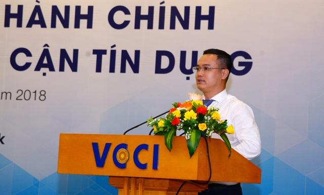 Ông Nguyễn Đình Vinh - Phó Tổng Giám đốc VietinBank phát biểu tại 1 Hội thảo về giải pháp cải thiện chỉ số tiếp cận tín dụng của DN
