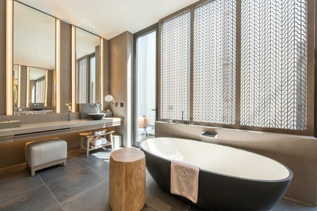 Nhà tắm 5 chức năng sang trọng tại Regent Residences Phu Quoc