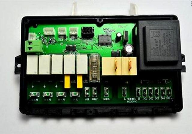 Hộp vi mạch giúp điều khiển toàn bộ hoạt động chức năng trong máy