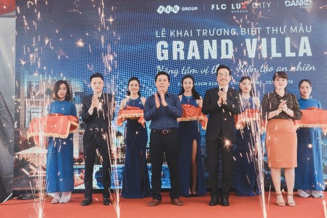 """Lễ Khai trương Biệt thự mẫu Grand Villa tại FLC Sầm Sơn có sự tham gia của """"Người phán xử"""" - NSND Hoàng Dũng"""