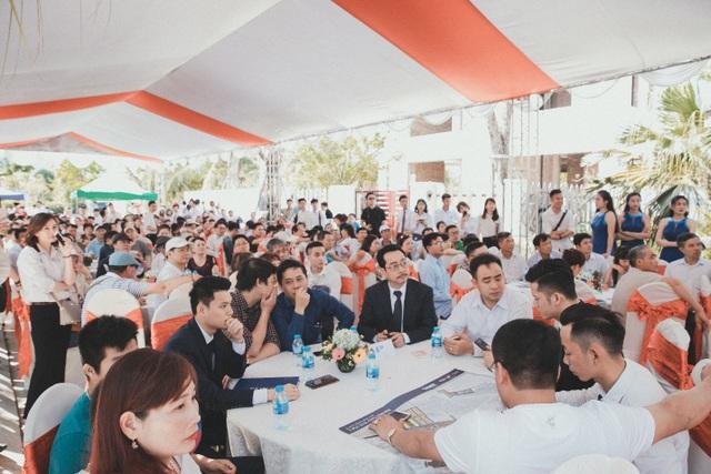 Hàng trăm khách hàng đã đến tham dự buổi Lễ
