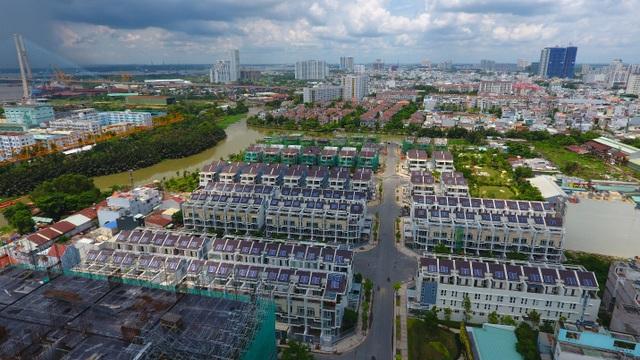Các tấm pin Điện mặt trời được TTC Energy trên các dãy nhà phố dự án Jamona Golden Silk.