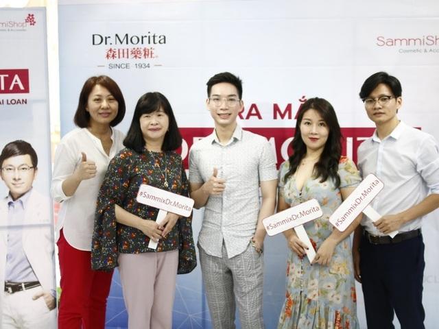 Đại diện nhãn hàng Dr.Morita & Sammi Shop cùng Beauty Blogger Cavangwearsnoprada
