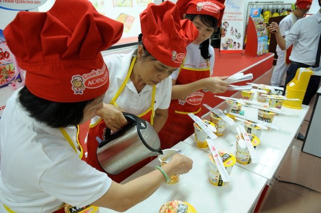 Người Việt làm quen với văn hóa tham quan nhà máy - 1