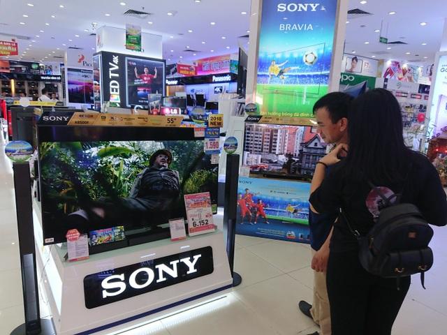 Nhiều khách hàng lựa chọn combo Tivi và dàn âm thanh, với ưu đãi giảm giá lên đến 40%