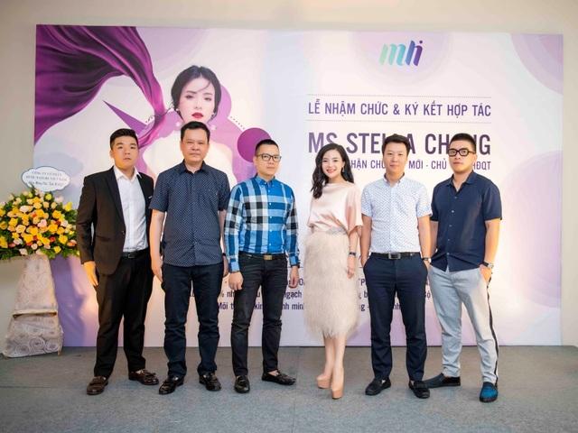 Ms. Stella Chang cùng đại diện Tập đoàn Đầu tư Quốc tế HOPE và đại diện Văn phòng VCCI