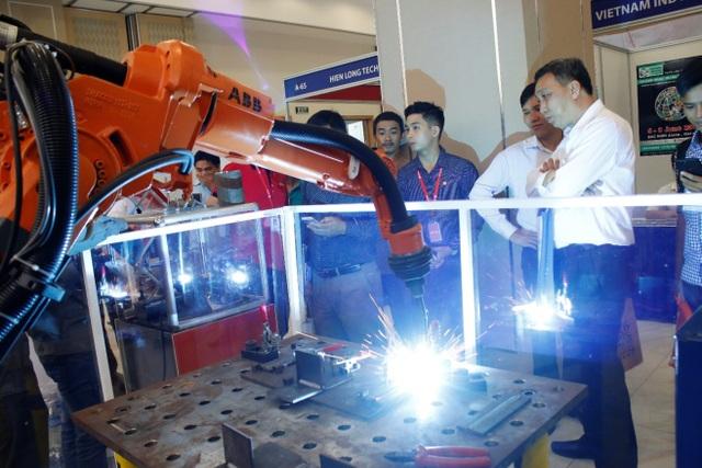 Weldcom tập trung nghiên cứu, phát triển chuỗi cung ứng về thiết bị, công nghệ nhằm đưa ra những sản phẩm, dịch vụ và giải pháp toàn diện trong ngành gia công kim loại.