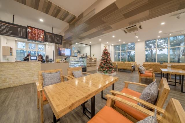 Tiệm café Noble Moment nằm trong tổ hợp thể thao giải trí và ẩm thực tại Ciputra Hanoi