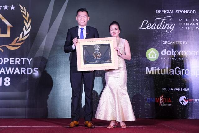 Đại diện First Real nhận giải thưởng Best Developer Da Nang 2018 - Nhà phát triển bất động sản tốt nhất Đà Nẵng 2018.
