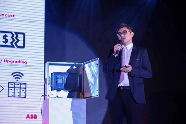 Ông Khong Fah Lee, Giám đốc sản phẩm và Maketing tại Châu Á của ABB giới thiệu giải pháp thiết bị trung - hạ thế thông minh