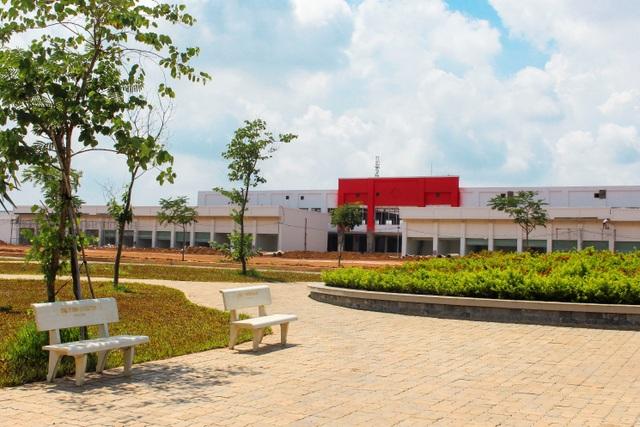 Trung tâm thương mại Viva Square nằm trong lòng Khu đô thị The Viva City đang hoàn thiện những khâu cuối cùng để chuẩn bị khai trương.
