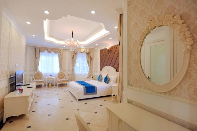 Tông màu thanh lịch và lối trang trí tinh tế của các căn villa luôn tạo cảm giác dễ chịu và thoải mái cho du khách