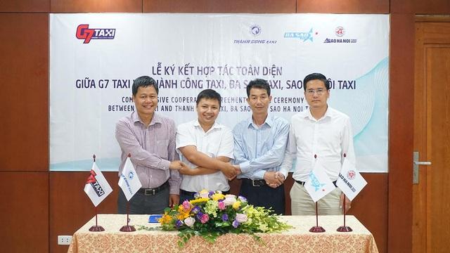Đại diện 3 hãng taxi Thành Công, Ba Sao, Sao Hà Nội đã đạt được thỏa thuận chung và tham gia ký kết hợp đồng hợp tác toàn diện.
