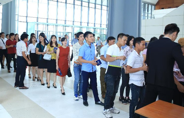 Tại cả bốn sự kiện, từ rất sớm trước giờ buổi lễ chính thức bắt đầu đã có rất đông khách hàng tới xếp hàng chờ soát vé vào cửa để có nhiều thời gian thăm quan gian trưng bày sản phẩm.
