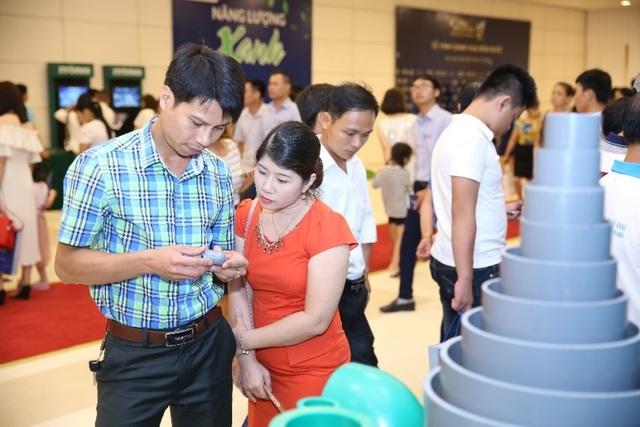 Khách tham quan đã bày tỏ sự quan tâm tới sản phẩm của Tân Á Đại Thành.