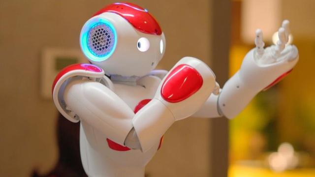 Robot Nao đón tiếp khách hàng như nhân viên tư vấn chuyên nghiệp