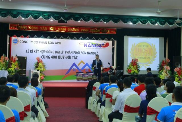 Hình ảnh Nguyễn Thanh Tùng làm việc tại Công ty CP Sơn APG.