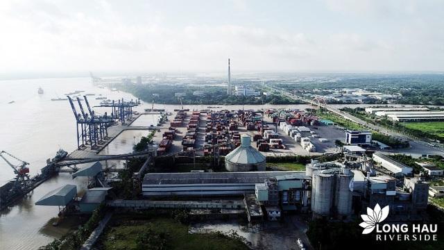 Một góc cảng Hiệp Phước nhìn từ trên cao