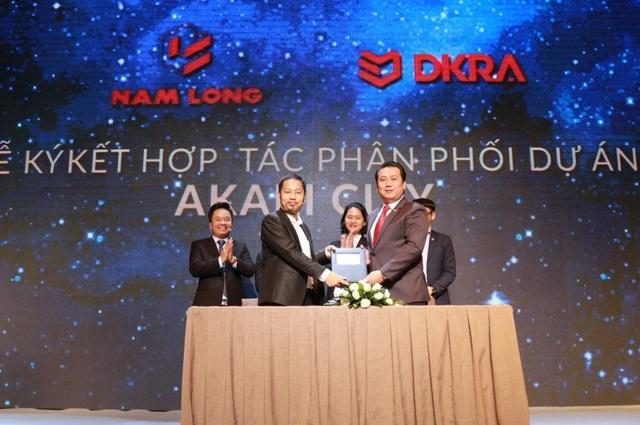 Tập đoàn Nam Long và DKRA Vietnam chính thức ký kết hợp tác chiến lược trong phân phối dự án Khu đô thị ánh sáng Akari City.