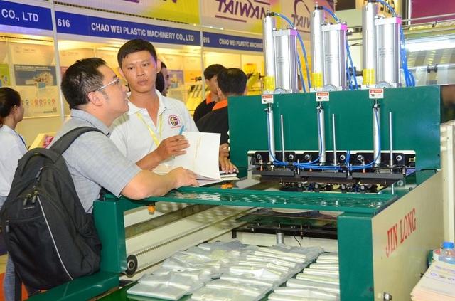 Đầu tư máy móc công nghệ mới giúp tiết kiệm điện, bảo vệ môi trường đang được doanh nghiệp sản xuất trong nước quan tâm