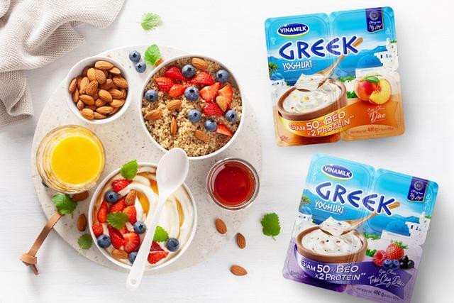 Không khó để các chị em tận hưởng hương vị thơm ngon lại còn dễ phối hợp của Vinamilk Greek Yoghurt Style trong thực đơn hàng ngày.