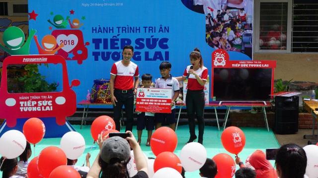 Nguyễn Kim ba năm xuyên việt hỗ trợ giáo dục cho trẻ em nghèo - 1