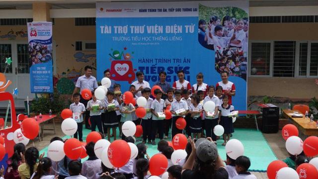 Nguyễn Kim ba năm xuyên việt hỗ trợ giáo dục cho trẻ em nghèo - 2