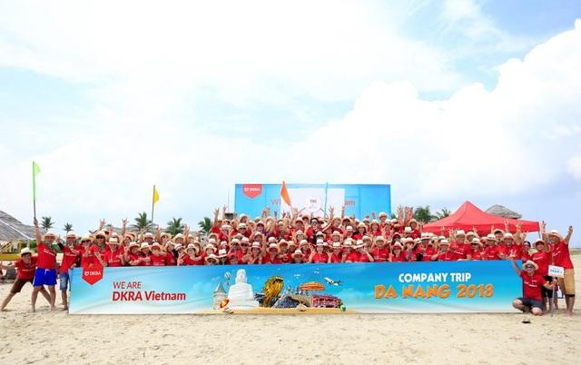 Tập thể cán bộ - nhân viên DKRA Vietnam sôi nổi và hào hứng tham gia các hoạt động teambuilding trong chuyến du lịch, trải nghiệm thành phố biển Đà Nẵng tháng 9/2018.