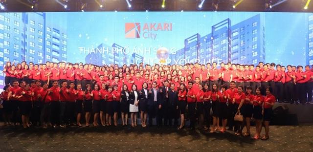 Đội ngũ sales DKRA Vietnam hừng hực khí thế tại Lễ ký kết hợp tác chiến lược phân phối Khu đô thị ánh sáng Akari City giữa Tập đoàn Nam Long và DKRA Vietnam.