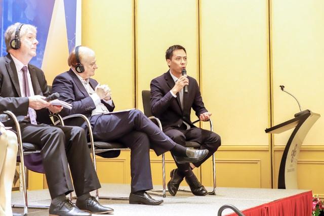 Ông Lê Quang Vinh, CEO NexEdu Việt Nam trao đổi với khách mời tại hội thảo