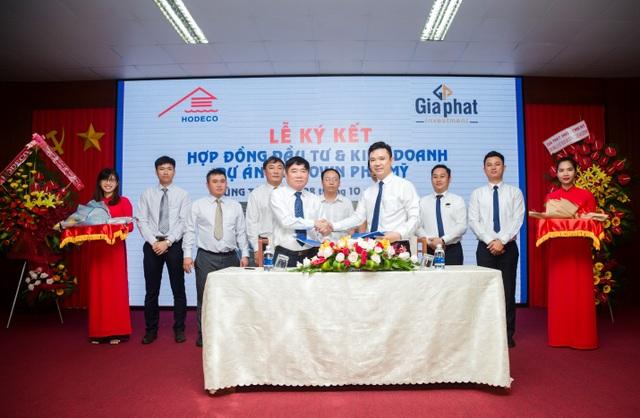 Đại diện lãnh đạo Hodeco và Gia Phát Investment ký kết thỏa thuận hợp tác.