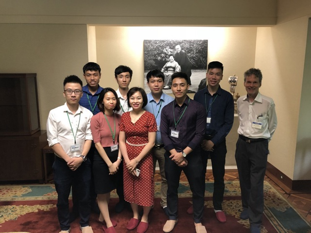 Lương Hữu Huân (thứ 3 từ phải sang), tại bảo tàng Konosuke Matsushita trong chuyến thực tế tại Nhật Bản cùng các sinh viên trong chương trình hợp tác giữa Panasonic VN và ĐH Bách Khoa, Hà Nội
