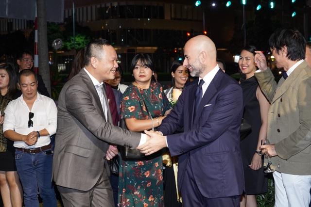CEO Phan Anh Luxury Living và Tổng Lãnh Sự Ý tại Tp HCM trong lễ khai trương