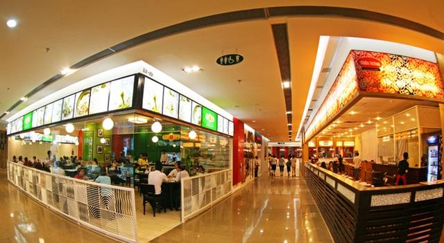 Trung tâm thương mại Hòn Chồng Center tại Tầng 1 Mường Thanh Viễn Triều đáp ứng đầy đủ nhu cầu của du khách
