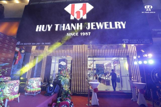 Các showroom của Huy Thanh Jewelry tọa lạc trên những tuyến phố lớn