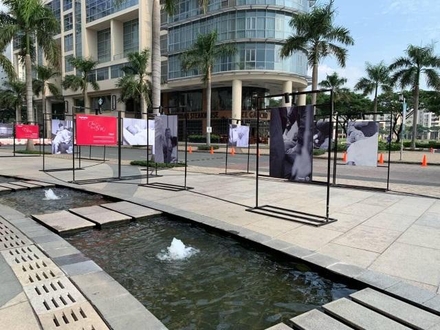 """Rưng rưng với triển lãm ảnh """"Sinh nở"""" ấn tượng tại TP. Hồ Chí Minh - 1"""