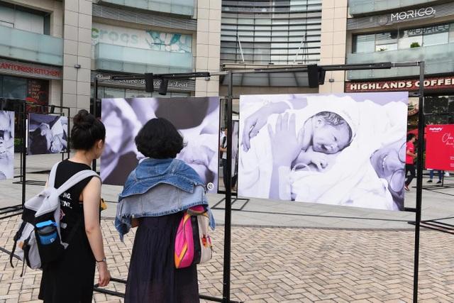"""Rưng rưng với triển lãm ảnh """"Sinh nở"""" ấn tượng tại TP. Hồ Chí Minh - 5"""