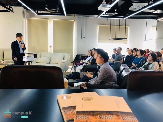 A lecture on Vietnamese Culture by Professor Sim Sang Joon from Korea-Vietnam Culture Communication Center