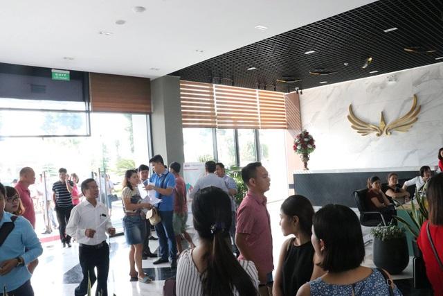 Quảng cảnh tấp nập ngày mở bán căn hộ 10,5 triệu đồng/m2 – Khu đô thị Mường Thanh Thanh Hà