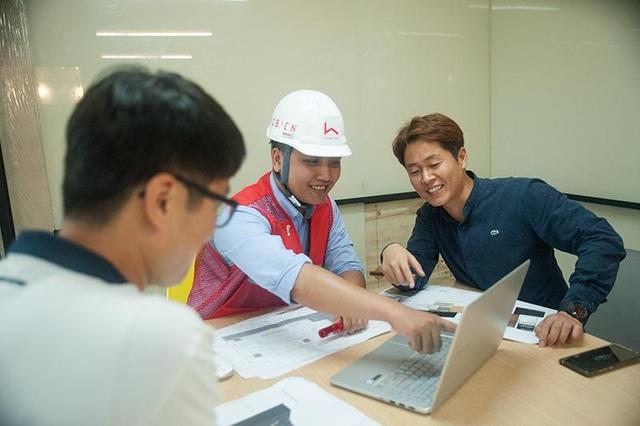 Đội ngũ của Hô Biến trực tiếp giám sát tại công trường và báo cáo lại cho khách hàng