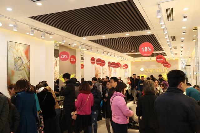 Black Friday do Tập đoàn vàng bạc đá quý Phú Quý tổ chức năm 2017 thu hút rất nhiều khách đến thăm quan và mua sắm.